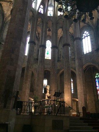 Église Sainte-Marie-de-la-Mer : Las columnas