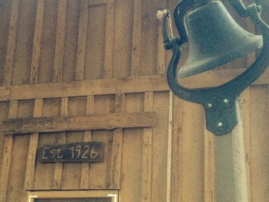 Cherry Creek Mountain Ranch: Schoolbell and historic sign