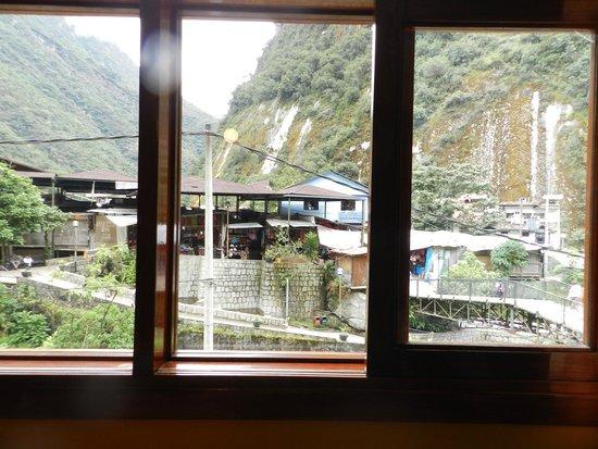 Casa de Luz / La Pequena Casita Hotel: La montaña de choca de frente