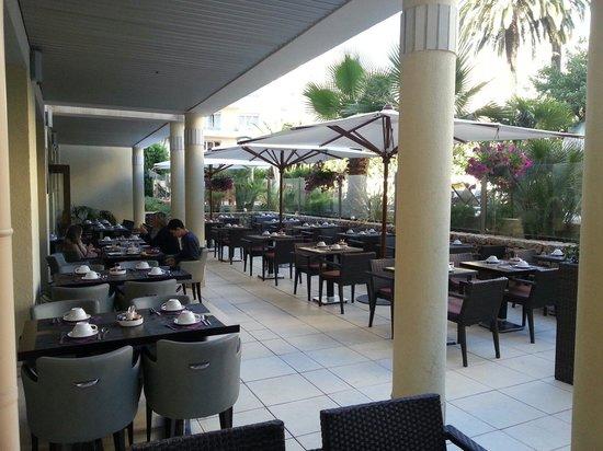 Clarion Suites Cannes Croisette : Terrasse petit déjeuner