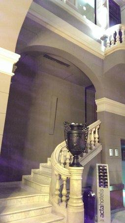 Hotel Acta Atrium Palace : lobby/stairs