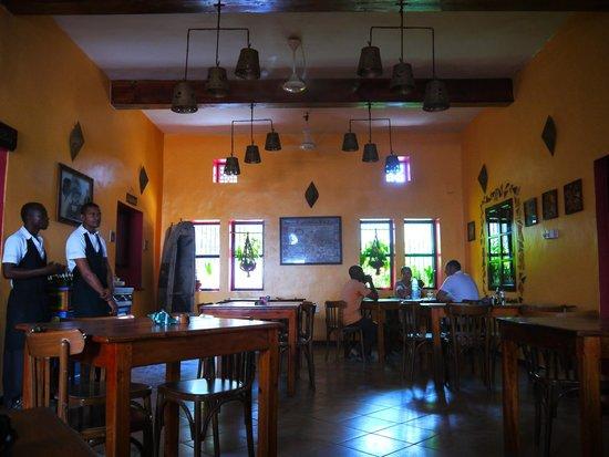 La Taverna: Main indoor seating area