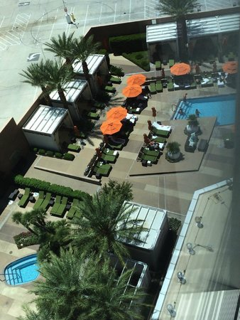 Mandarin Oriental, Las Vegas: Looking down at pool area from elevator area on 19th floor