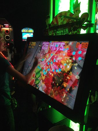 Dave & Buster's: video games