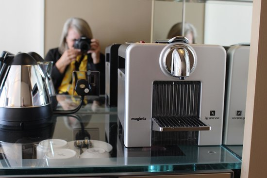 The Athenaeum Hotel & Residences: Mirrors in the minibar area (with Nespresso)