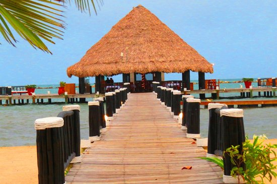 The Placencia Hotel and Residences: Pier Bar - Karaoke on Friday night