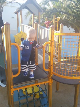 Inturotel Esmeralda Park : wee one enjoying playpark