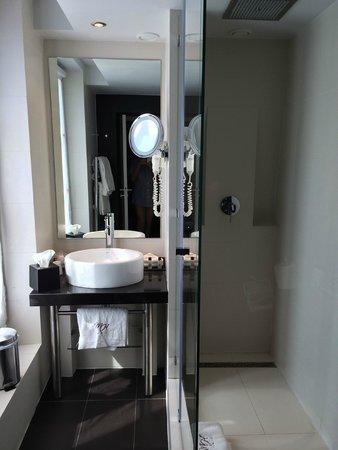 Bourgogne et Montana Hotel by MH: salle de bain