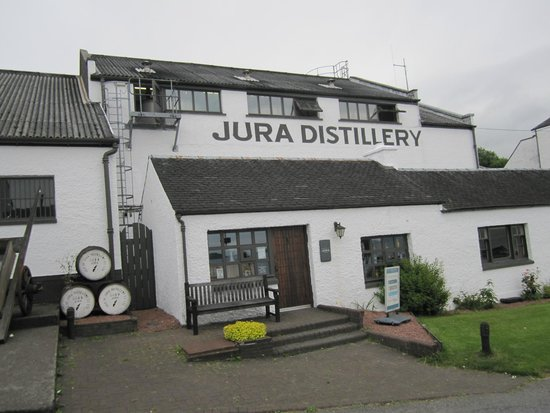 Jura Hotel: The Distillery is steps from the hotel.