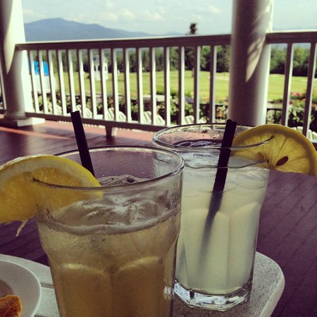 Mountain View Grand Resort & Spa : Front porch lemonades