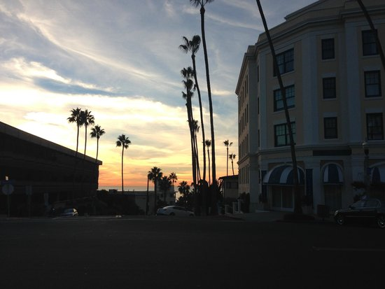Grande Colonial La Jolla: Hotel as the sun sets