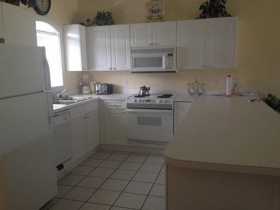 Myrtlewood Villas: Kitchen