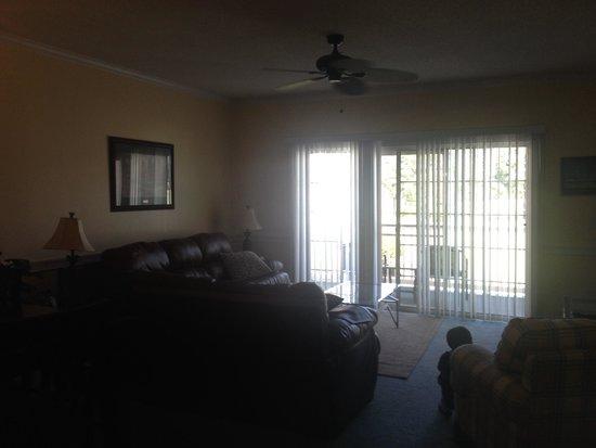 Myrtlewood Villas: Living room