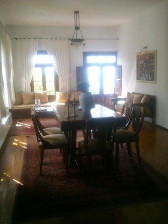 Arhontiko Sisilianou : Traditional dining room
