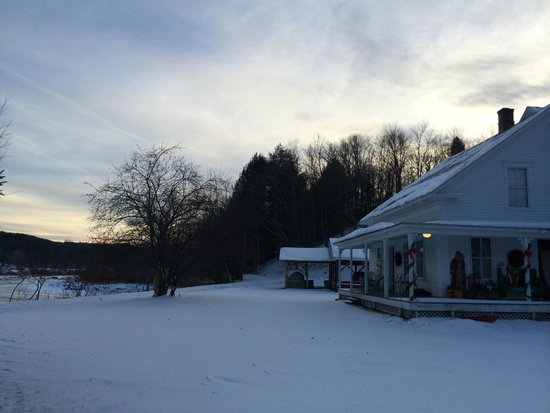 Lareau Farm  Inn : Winter sunset