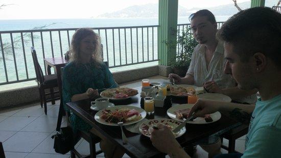 Blue Ocean Beach Resort: ресторанчик при отеле