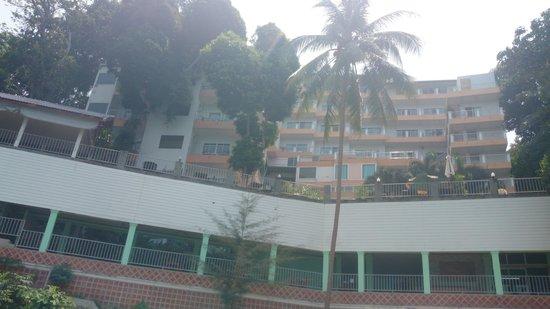 Blue Ocean Beach Resort: Вид с моря на отель