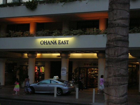OHANA Waikiki East Hotel : In front of hotel