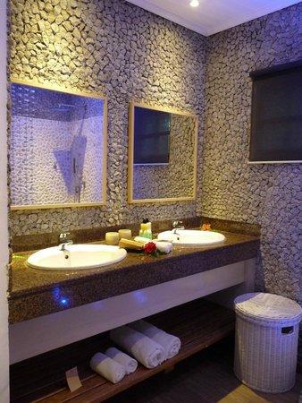 Le Domaine de L'Orangeraie: Salle de bains