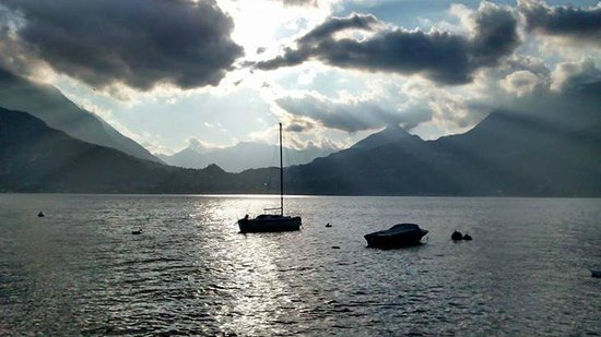 Holidays in Gittana: Sunset on Lake Como