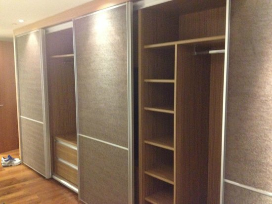 InterContinental Residences Saigon : Built in closet