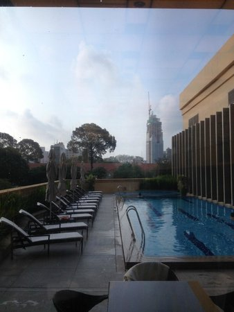 InterContinental Residences Saigon : View of the pool from the Gym