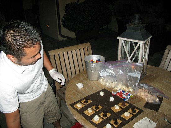 Hotel Cheval: S'more making, yum!