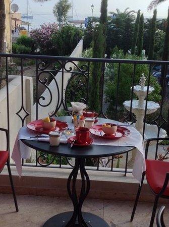 Liberata : Breakfast on the terrace