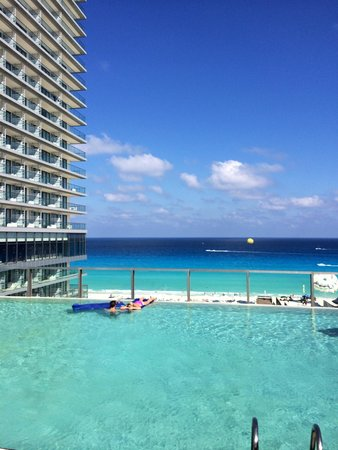 Secrets The Vine Cancun : VIP Infinity Pool