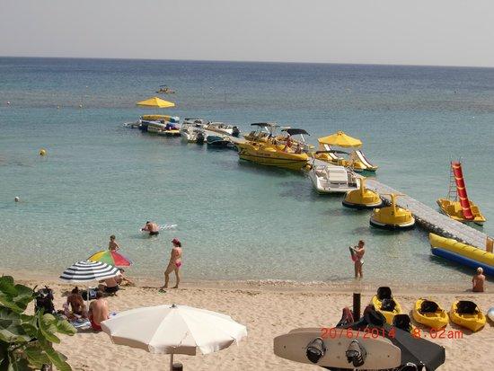 Chrystalla Hotel: Beach front