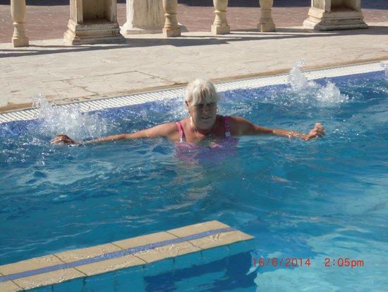 Chrystalla Hotel: Jacuzzi pool