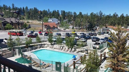 The Lodge at Big Bear Lake, a Holiday Inn Resort : Beautiful pool and grounds
