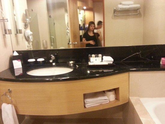 Crowne Plaza Manila Galleria: bathroom