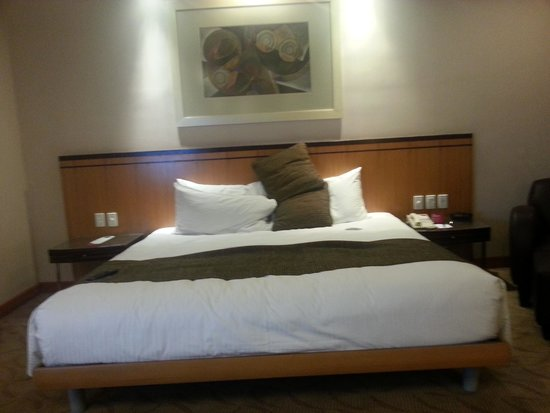 Crowne Plaza Manila Galleria : The bed