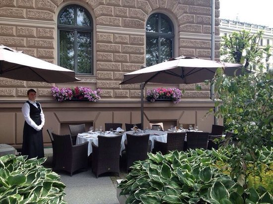 Gallery Park Hotel & Spa, a Chateaux & Hotels Collection: Outside terrace !