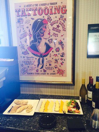 Waterfront Hotel, a Joie de Vivre hotel: Wine and Cheese hour in the Lobby-  complimentary of course