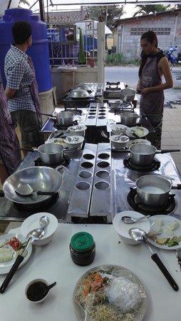 Smart Cook Thai Cookery School: Cooking