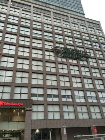 Hotel Century Southern Tower: takashimaya - megastore em frente ao hotel