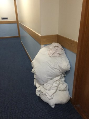 Travelodge London Covent Garden: Dirty laundry left in corridors ALL DAY