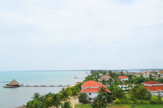 The Placencia Hotel and Residences: View over the hotel grounds