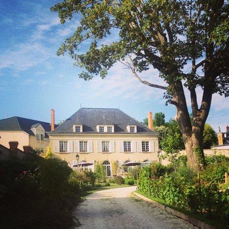 Restaurant Le Vieux Puits : The house & garden