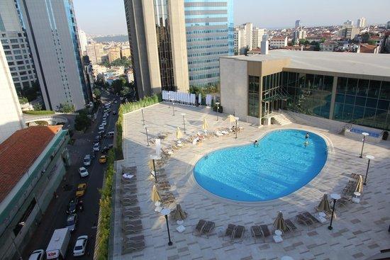 Radisson Blu Hotel, Istanbul Sisli : Hotel Outdoor Pool