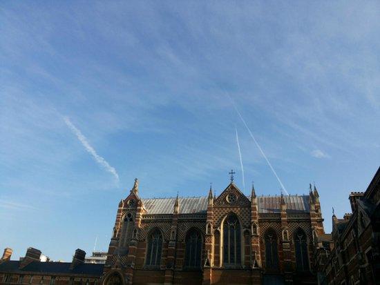 Keble College : jet lines in sky
