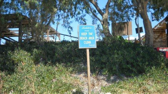 Lakitira Resort & Village: Cartello sulla spiaggia