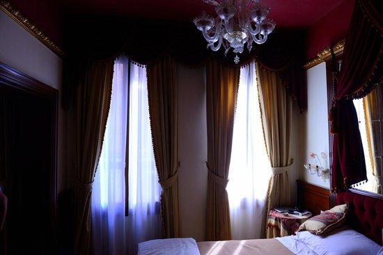 Locanda Orseolo: Our bedroom.