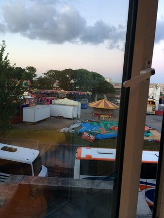 Galway Bay Hotel: Tour buses and a carnival! What a view!!