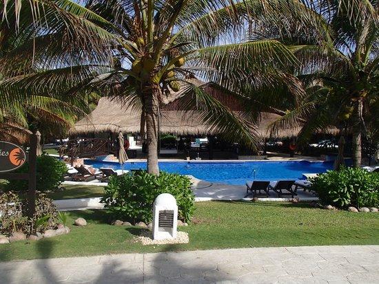 El Dorado Royale, by Karisma: The pool & swim up bar outside our room