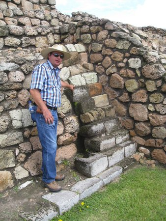 Cañada de La Virgen: Archeologist Albert Coffee