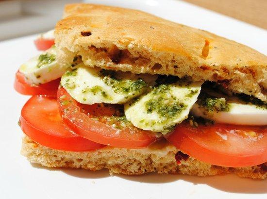 Ciao Ciao: Freshly prepared sandwiches