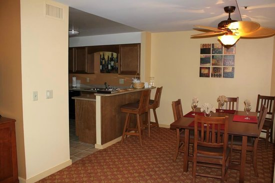 Pacific Grove Plaza : Kitchen/Dining Area